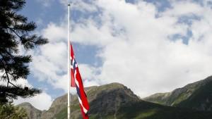 Norges flagga på halv stång